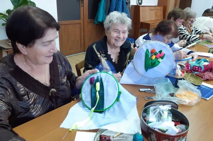 Мастер-классы по рукоделию проводят для пенсионеров в ЦДК Калинина