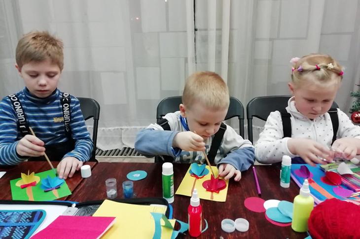 Мастер-класс по созданию новогодней аппликации провели в Центральной детской библиотеке