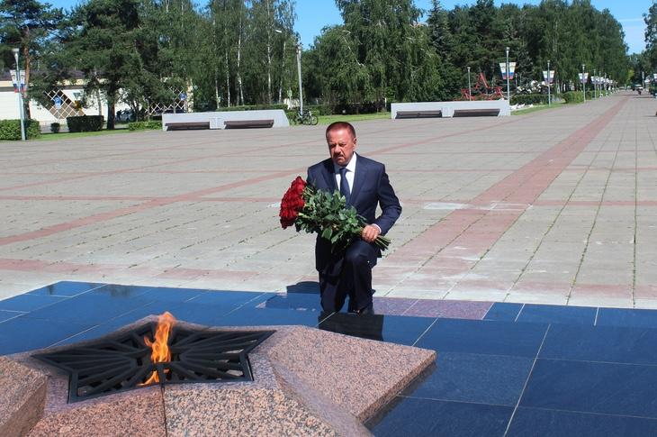 Глава Королёва возложил цветы к Мемориалу Славы в память о героях Великой Отечественной войны