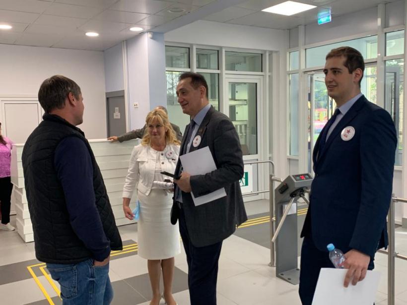 Депутат Московской областной Думы Сергей Керселяносмотрел новую пристройку к зданию Гимназии №5 в  Королёве.