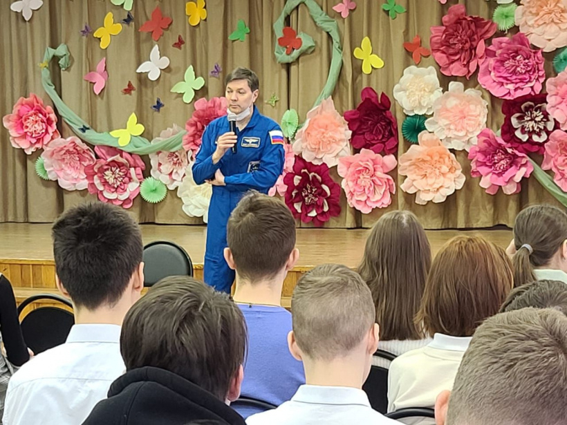 Олег Кононенко провел открытый урок для учеников школы №1 города Королева
